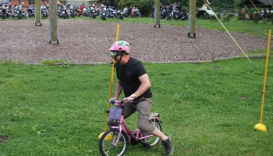 Polkupyörä oli pieni ja ajolasit rajasivat näkyvyyden minimiin