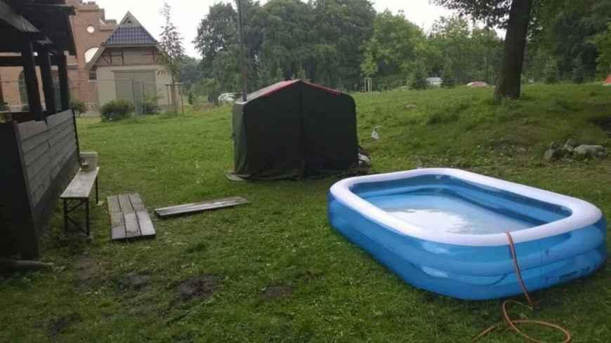 Sauna tuotiin Suomesta, uima-allas oli järjestäjien idea. Hyvin toimivat molemmat!