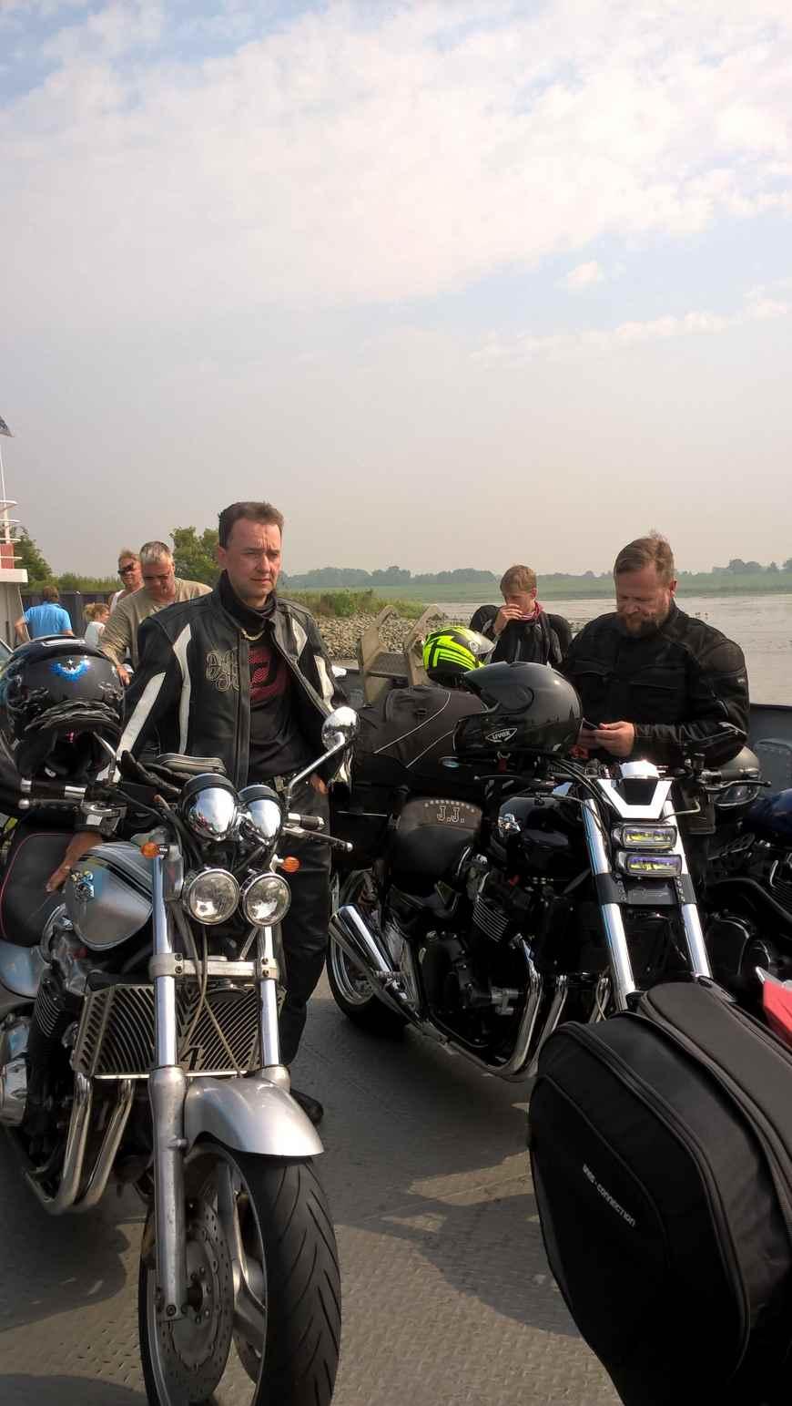 Elben ylitys lautalla